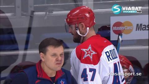 Höjdpunkt: Radulov får ett utbrott i båset