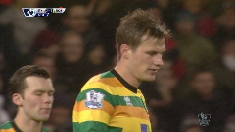 Mål: Bennett nätar i eget mål - säkrar segern för Stoke (3-1)