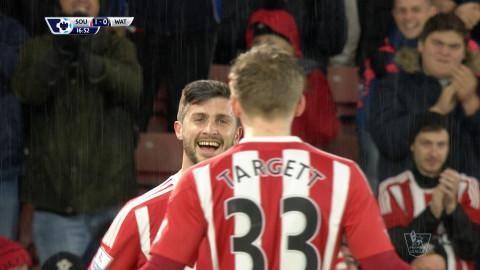 Mål: Long nickar in ledningsmålet för Southampton (1-0)