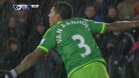 Mål: Van Aanholt skruvar in kvitteringen för Sunderland (2-2)