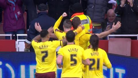 Mål: Vokes nickar in kvitteringen för Burnley (1-1)