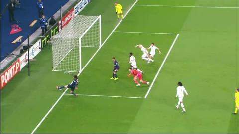 Stora snackisen i Frankrike - bollen ute före PSG:s mål