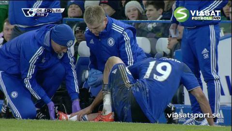 TV: Costa skadar sig - rullar tillbaka in på planen efter flera varv