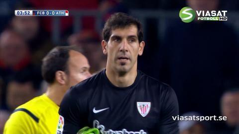 Video: Suarez fälld av målvakten - får rött direkt