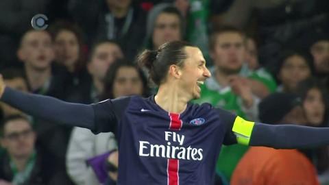 Zlatan leker in 2-0 med ett leende på läpparna