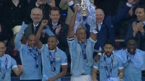 Höjdpunkt: Här lyfter Manchester City bucklan