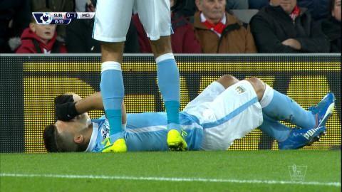 Mål: Agüero spräcker nollan och skadar sig samtidigt (1-0)