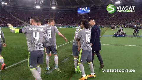 Mål: Ronaldo dunkar in ledningsmålet mot Roma (0-1)