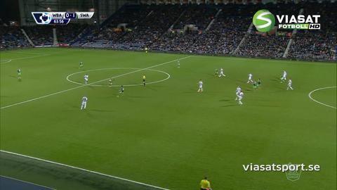 Mål: Sigurdsson placerar in ledningsmålet för Swansea (0-1)