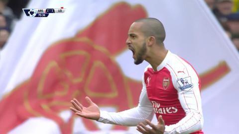 Mål: Walcott dundrar in kvitteringen på Emirates (1-1)