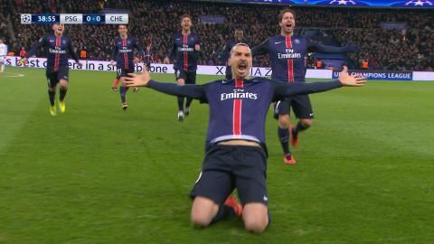 Mål: Zlatan spräcker nollan på frispark (1-0)