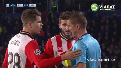 Video: Spel med tio man för PSV efter ful armbåge