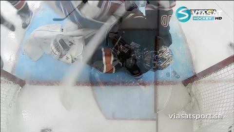 Höjdpunkt: Lundqvist svarar för en sanslös räddning på mållinjen