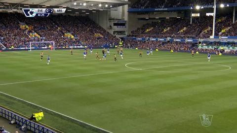 Mål: 19-åringen gör sitt första mål i Arsenal-tröjan (0-2)