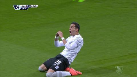 Mål: Funes Mori nickar in ledningen för Everton (0-1)