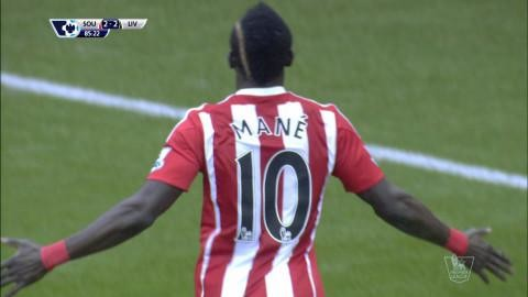 Mål: Mané tvåmålsskytt - fullbordar vändningen mot Liverpool (3-2)