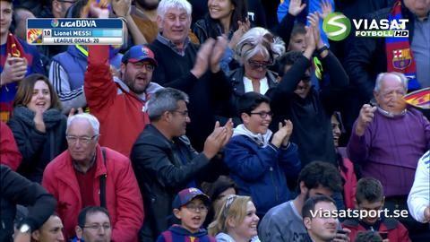 Mål: Messi vänder upp och dunkar in sitt första (4-0)