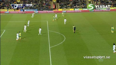 Mål: Redmond dunkar upp reduceringen bakom Courtois (1-2)