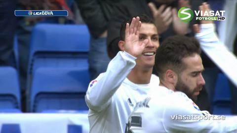 Mål: Ronaldo dunkar in långskott - sonen föga imponerad