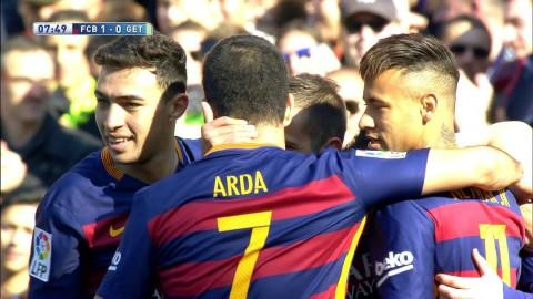 Mål: Självmål hjälper Barcelona att ta ledningen (1-0)