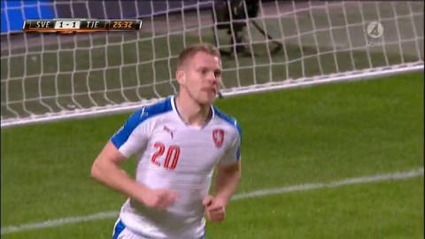 MÅL: Tjeckien kvitterar till 1-1 genom snabb frispark