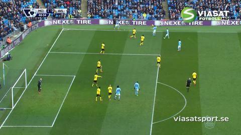 Mål: Yaya Toure placerar in ledningsmålet (1-0)