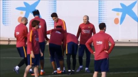 Suarez skadar sig - då retas han av Messi, Neymar och co