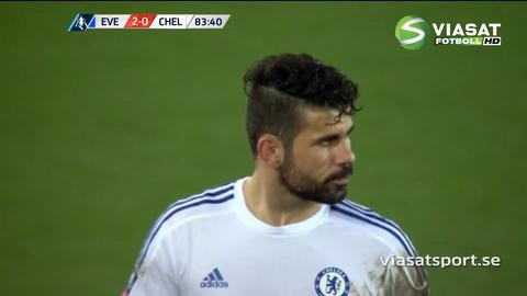 Video: Diego Costa sätter tänderna i Gareth Barry
