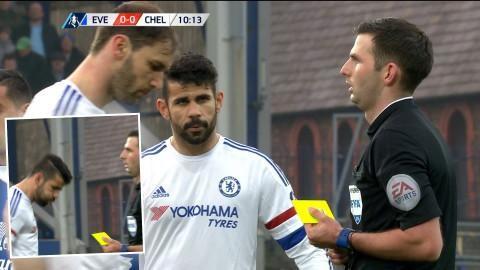 Video: Varnad - då spottar Costa mot domaren