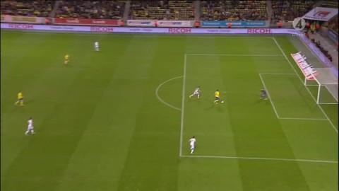 Zlatan mycket nära 1-0 - bränner friläget