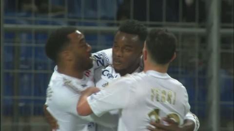Dubbla missar gav Lyon viktig seger - Cornet tvåmålsskytt