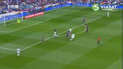 Höjdpunkt: Ronaldo tunnlar två gånger om av Eibar-spelare