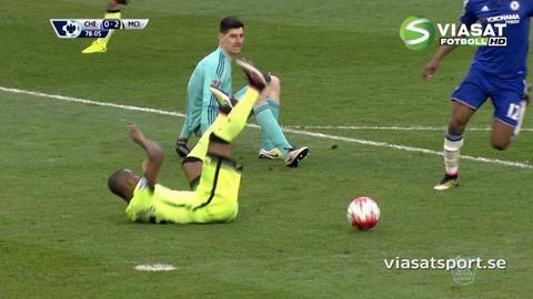 Mål: Courtois utvisad när Agüero fullbordar sitt hattrick (0-3)