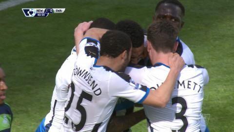 Mål: Lascelles placerar in ledningsmålet för Newcastle (1-0)