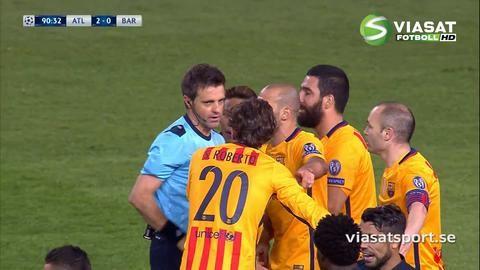 Video: Barça rasar efter domarens misstag - dömer frispark