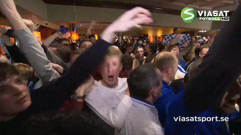 Höjdpunkt: Här firar Leicester-supportrarna Premier League-titeln