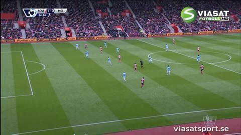 Mål: Long stöter in ledningsbollen för Southampton (1-0)