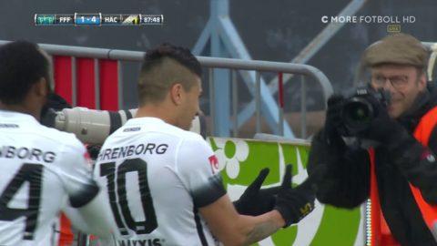 Paulinho lurar alla -  och dunkar upp bollen i nättaket