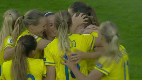 Berglund nickar in sitt första landslagsmål och 6-0 till Sverige
