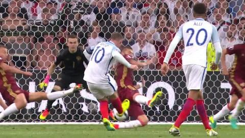 England jättenära mål