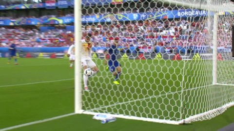 Fabregas gör 1-0 till Spanien efter stiligt anfall
