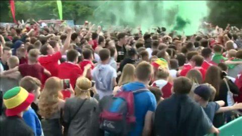 Kolla Wales supporters galna firande