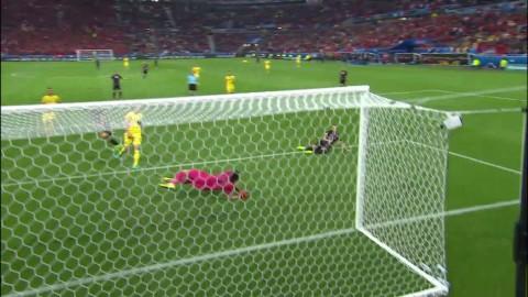 Lenjani missar öppet mål för Albanien