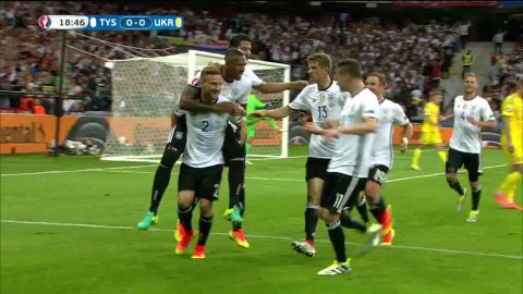 Mustafi ger Tyskland ledningen efter nickmål