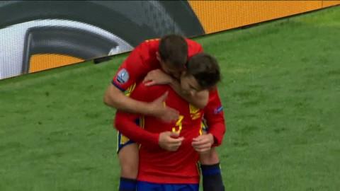 Piqué frälser Spanien i slutminuterna