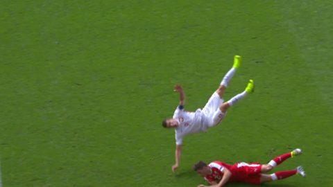 Schär med en BRUTAL tackling på Lewandowski!