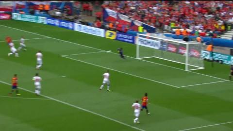 Spanien bjuder på fotbollsgodis – Cech stortspelar mot europamästarna