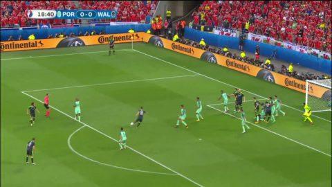 Bale skjuter över efter fräck hörnvariant av Wales
