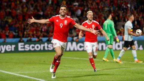 Sport - Konstmålet – Robson–Kanu ger Wales ledningen