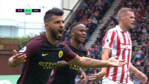 Mål: (0-1) Agüero ger City ledningen på straff